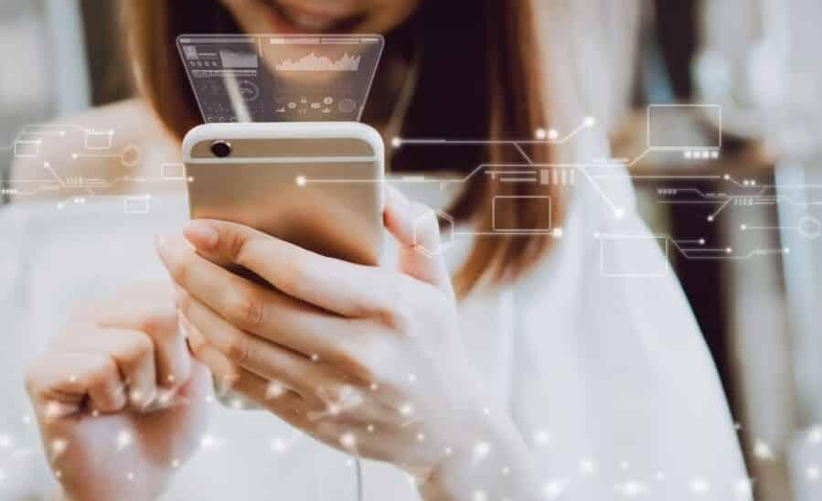 mujer beneficios de la publicidad digital